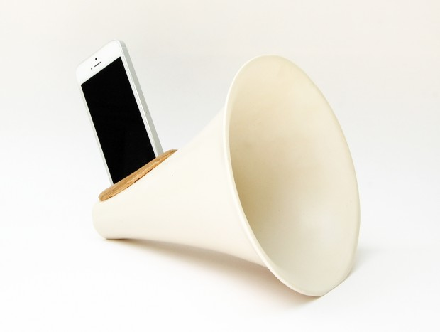 Camilla Lambert - Acoustic iPhone Amplifiers